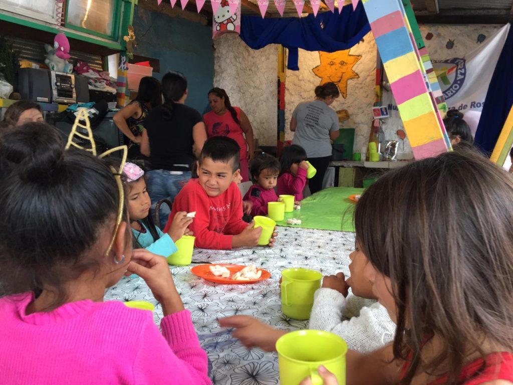Crianças da ONG no México em que Alissa participou e suas vidas sendo impactadas